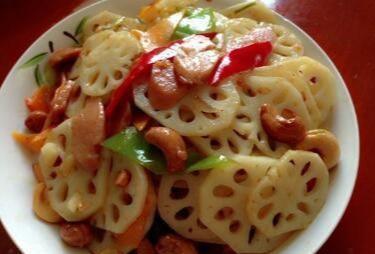蒸香蕉,糖醋藕片,炝拌金针菇干豆腐丝,苦瓜鲤鱼汤