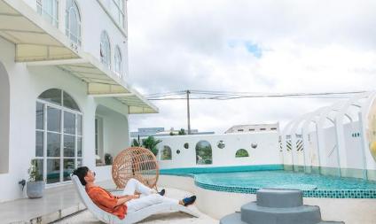 迪士尼度假区INS风民宿特色泳池,让人仿佛置身东南亚