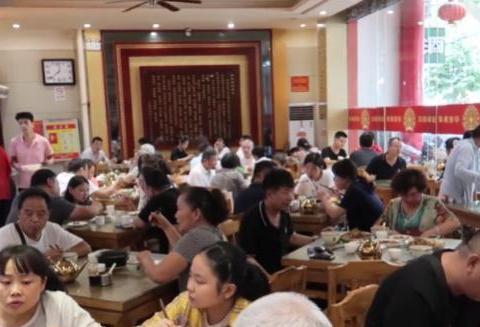 郑州一家小吃店百年历史,靠这种传统美食,味道真是香!