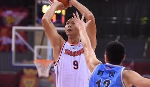 广东北京比赛结束,杨毅预测总冠军,苏群解释争议判罚,恭喜宏远
