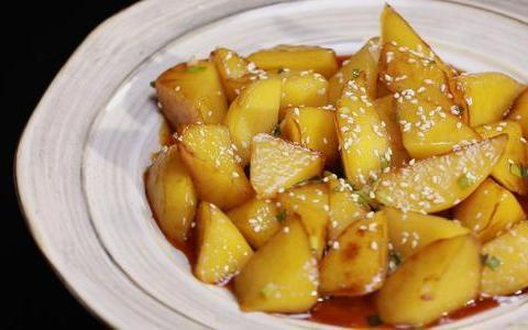 优选美食:玉米山药百合汤,泡椒莲藕鸡翅,凉拌黄瓜,糖醋土豆