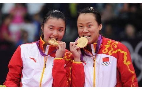 羽坛女神赵芸蕾,退役后生活甜蜜滋润,老公高大帅气,并踏上仕途