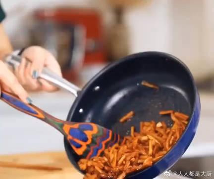 一招学会神仙美味腌萝卜,夏天吃这个简直不要太爽,快做起来!