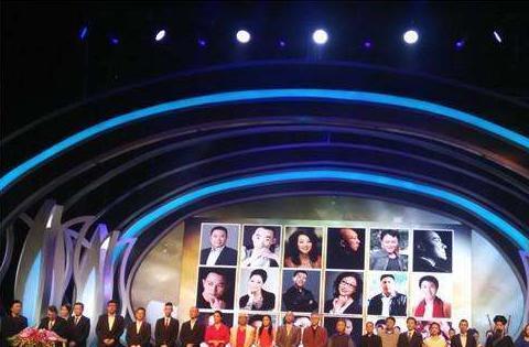 白玉兰颁奖现场凄凉,到场明星穿礼服戴口罩,有人欢喜有人忧