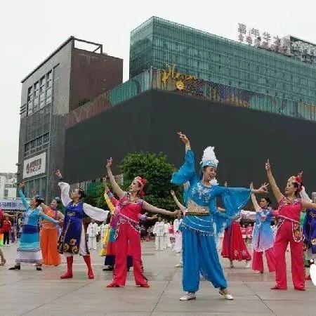 慢新闻 | 健身操、太极拳、瑜伽…… 观音桥广场上演全民健身大联动