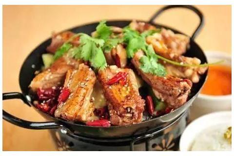 带鱼扒白菜,麻辣鸡腿肉,香辣肉排,酱花蛤的做法