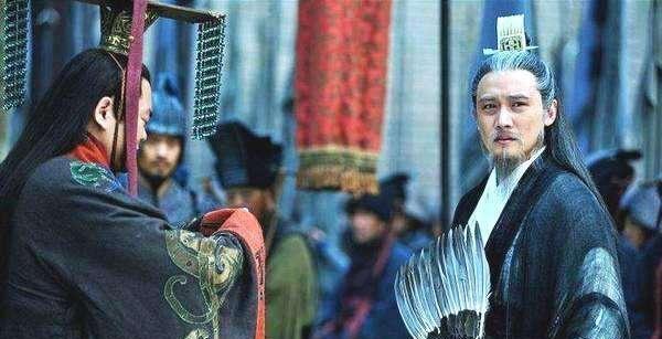 他两次被托孤,为何赤壁大战前劝孙权投降,看看他俩啥关系