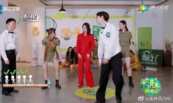 范丞丞学杨迪跳地板舞~ 偶像包袱全丢了,最后斗舞,辣眼睛了!