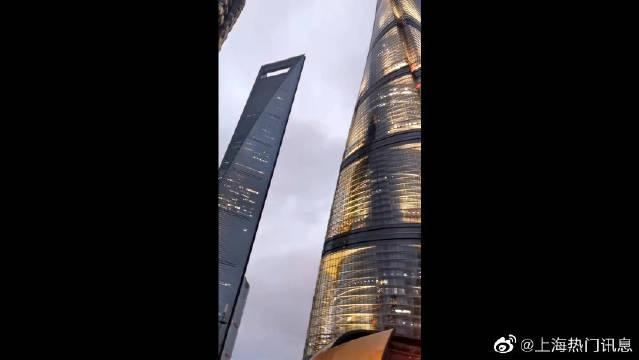 上海中心大厦世界第二高楼632米,遇台风顶楼摇摆超过一米……