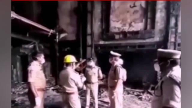 8月9日凌晨,印度一家用于收治新冠肺炎患者的酒店发生火灾……