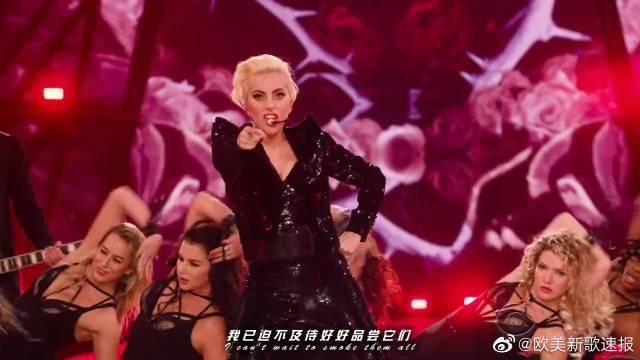 Lady Gaga - A YO$John Wayne 成功的把秀场搞成了自己的演唱会哈