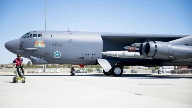 概念变成现实?美军轰炸机挂载高超音速导弹飞行画面首次曝光
