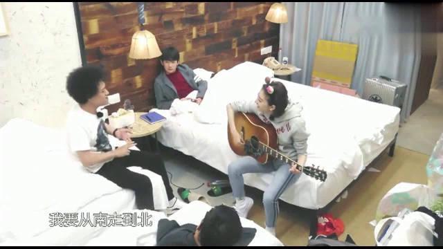 赵英俊教景甜弹吉他教王源唱歌,确实好有才华