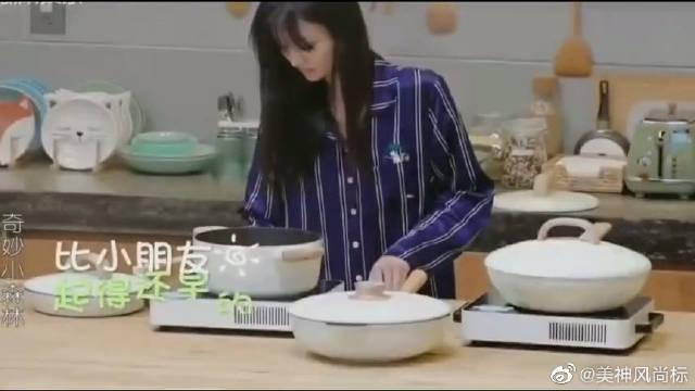 郑爽给萌娃做早餐,收获一大波祝福 张新成花式叫萌娃起床!