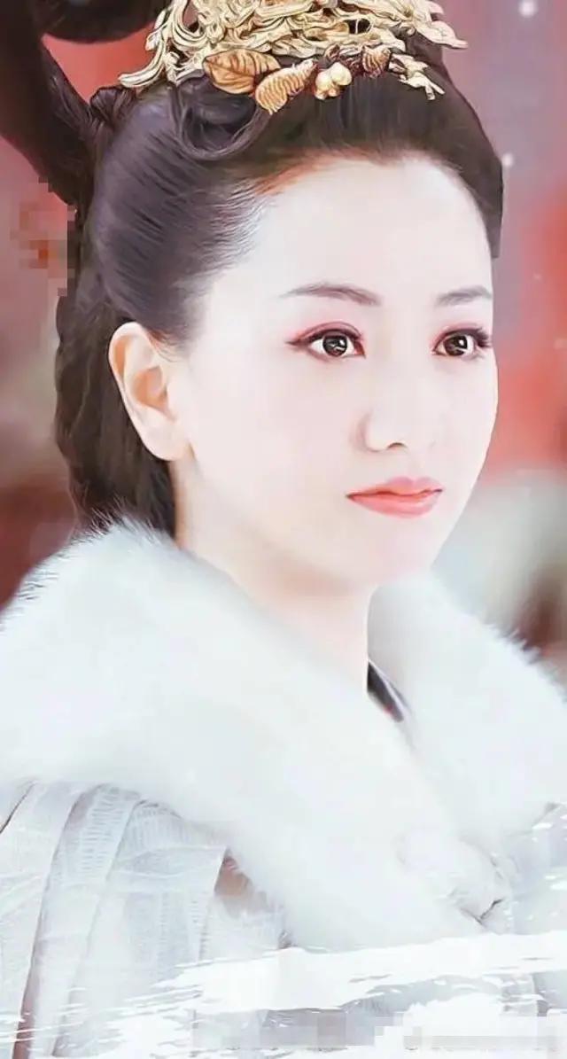 很久没有拍戏的杨蓉,新剧虽然只是一个女配,却清新娇柔比女主美