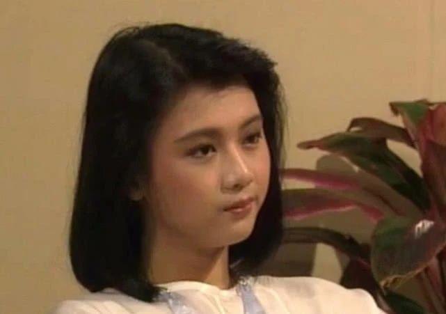 她是实力派演员,长相甜美与老公恩爱如初,今54岁胖到认不出!