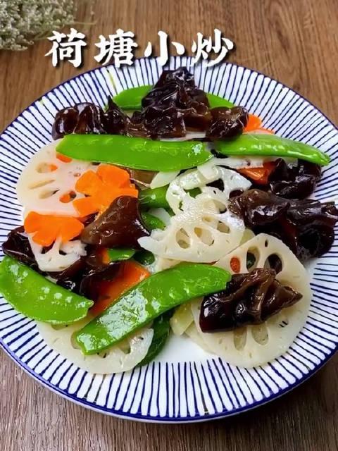 肉吃多了来个荷塘小炒吧,菜如名字一般清新爽脆阿娜食光
