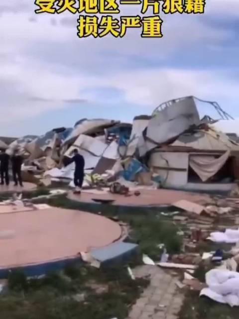 包头市达茂旗一景区突遇龙卷风 约上百顶蒙古包被夷为平地……