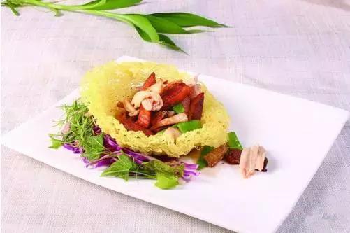 精选美食:酱汁沾茄盒,干烧四鲜,野笋拌木耳,烧椒扣肉的做法