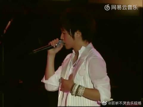 阿信陈绮贞演唱会对唱《私奔到月球》