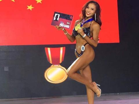 华人健身女神Lara殿,女生健身也不弱,流瑜伽串联体式排毒减肥