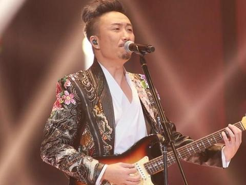 """他被称为""""太子基"""",老爸是娱乐大亨,为杨千嬅写歌48岁老态横生"""