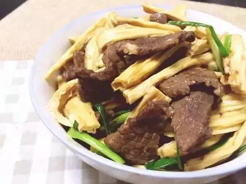 特色焖羊肉、清煎羊排、煎奶油羊排、牛肉炒腐竹等几道家常菜做法