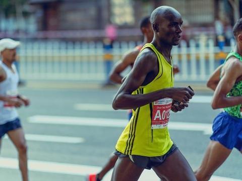 跑步跑得快的人,为什么都喜欢穿背心?