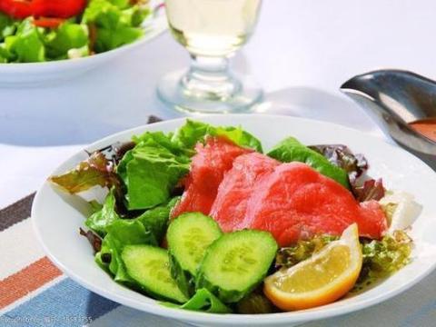 精选三文鱼蔬果沙拉、绝味米凉粉、叉烧鸡、水滑肉片四道家常做法