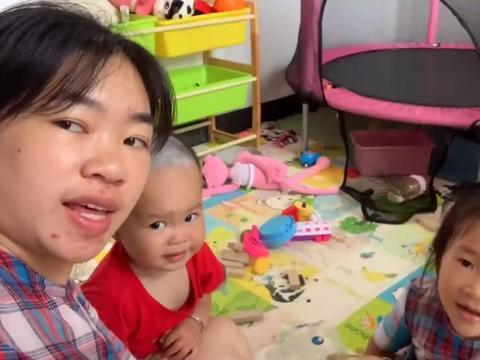 彤宇妈妈和孩子们在游戏房玩乐,儿子玩滑滑梯越来越溜了!