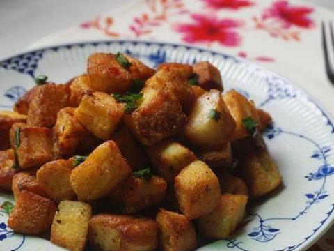 优选美食:孜然馒头丁,木耳拌核桃仁,杭椒牛肉,清卤鹌鹑蛋