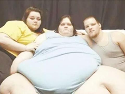 国外孕妇孕期体重高达500斤,生出35.68斤的巨婴娃,丈夫脸都绿了