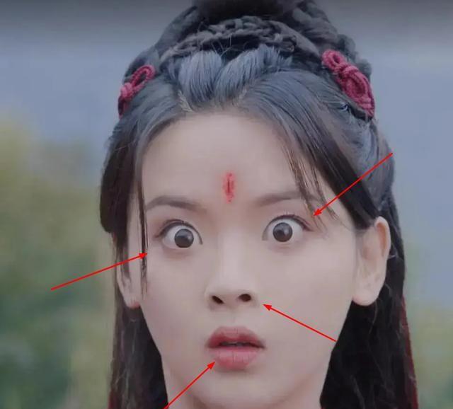 """《且听凤鸣》杨超越演技靠""""瞪眼"""",被吐槽像演盲人"""