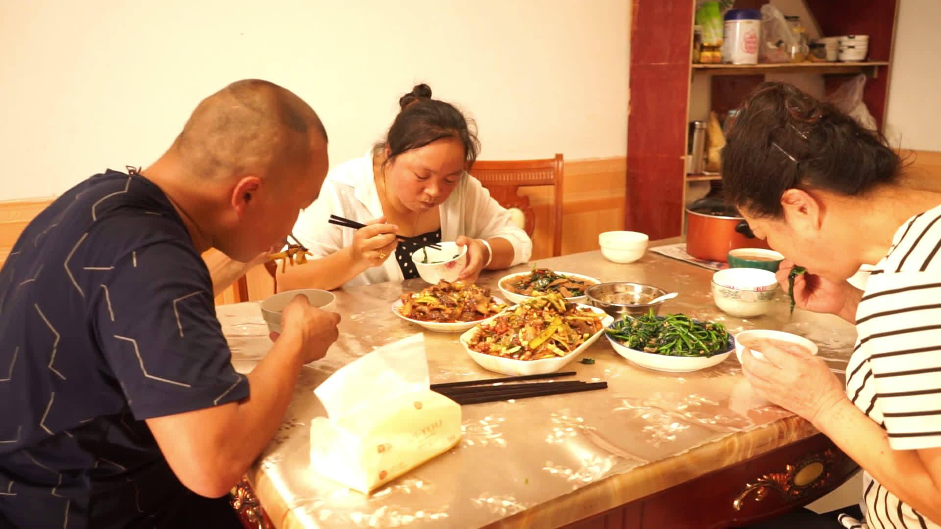 幺舅做的遂宁特色菜水烧腊,不用香料卤的凉菜,一家人都很爱吃
