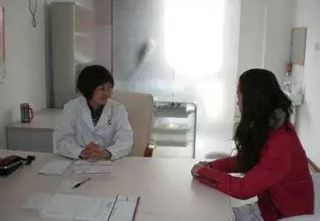 23岁女孩,腹痛入院,查出癌症,医生告诫:经期少做四件事