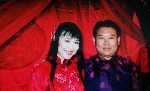 2000年,胡中惠抛下穷酸郭德纲和4岁儿子,远赴日本,今后悔吗?