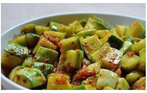 天热多吃凉菜,黄瓜、腐竹、花生这样拌,清爽开胃,还是下酒好菜