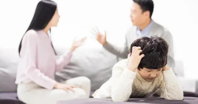 缺乏父爱的孩子多有这些表现,长大后很难获得幸福,当爸的要反思