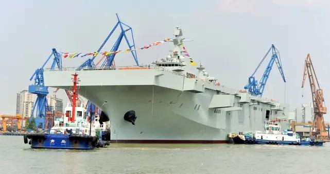 直10加强海训,机群降落船坞登陆舰!为两栖攻击舰成军打下基础