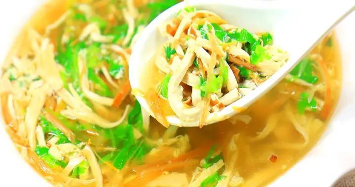 腐竹炖汤原来这么好喝!厨师长的创意汤肴,秋天喝一碗浑身舒畅
