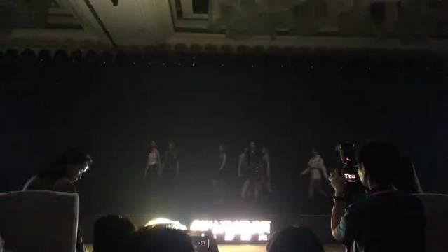 硬糖少女新歌初舞台的视频来了,看看这七位新人的唱跳表现!
