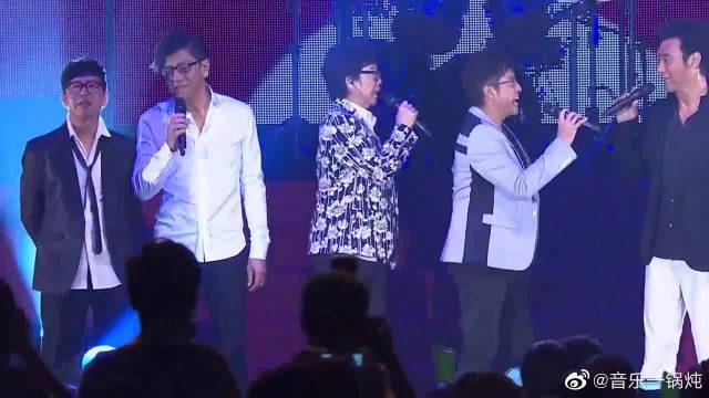 难得一见的场面,群星合唱这首经典粤语歌,歌声响起燃爆全场