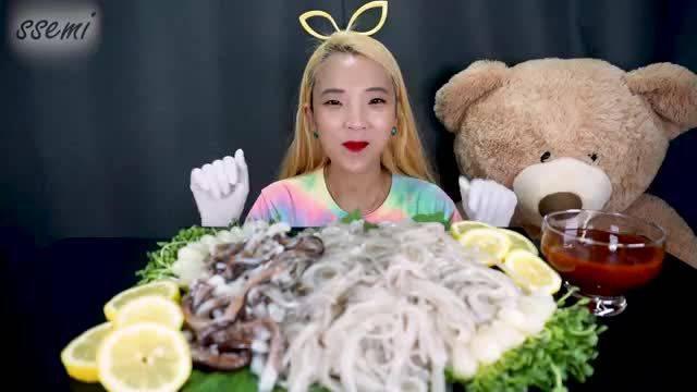 韩国小姐姐吃播/鱿鱼🦑章鱼🐙刺身