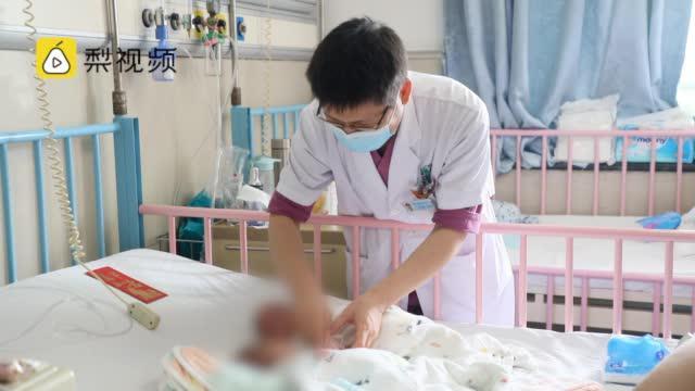 生命奇迹!25周早产龙凤胎出院,姐姐出生时还不到1斤重