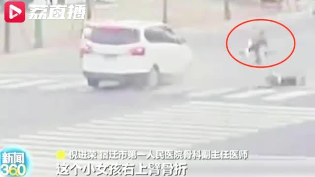 宿迁险!12岁姐姐骑电动车带弟弟上街双双被撞