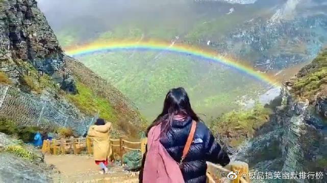 海拔4500米的稻城亚丁看到的彩虹送给你好运