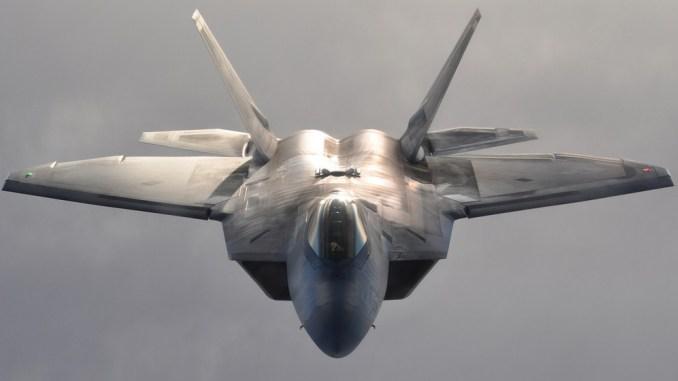伊朗战斗机在波斯湾坠毁,事发地曾有多架F22掠过,俄:情况不妙
