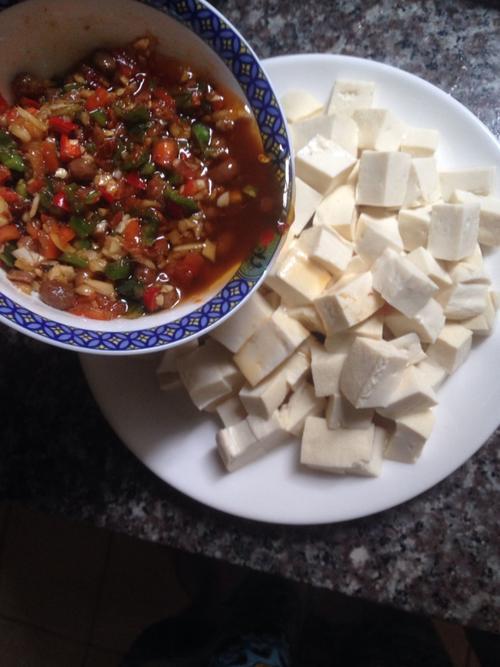 凉菜分享:凉拌豆腐、苦苣杂蔬色拉、凉拌金针菇的简单做法