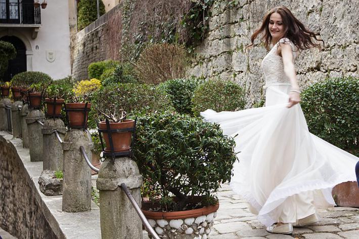 结婚时新娘不肯下车,临时加彩礼,男方直接离开现场