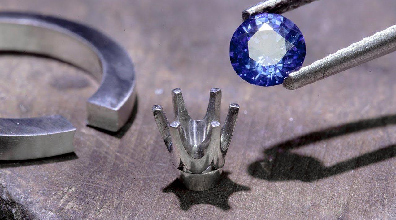 看到成品的那一刻就惊呆了,歪果小哥手工把螺丝雕琢成钻戒